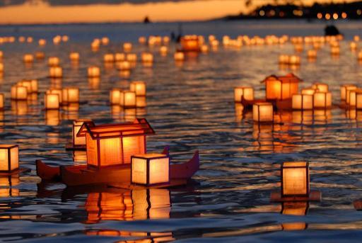 hawaii s lantern floating ceremony hawaii hideaways travel blog