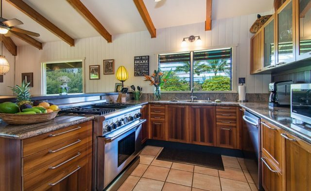 Touching Green - Kitchen - Luxury Vacation Homes