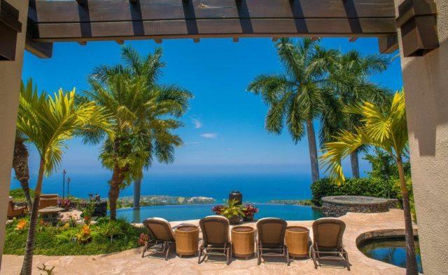 Stepping Stones - Backyard - Hawaiian Luxury Vacation Home
