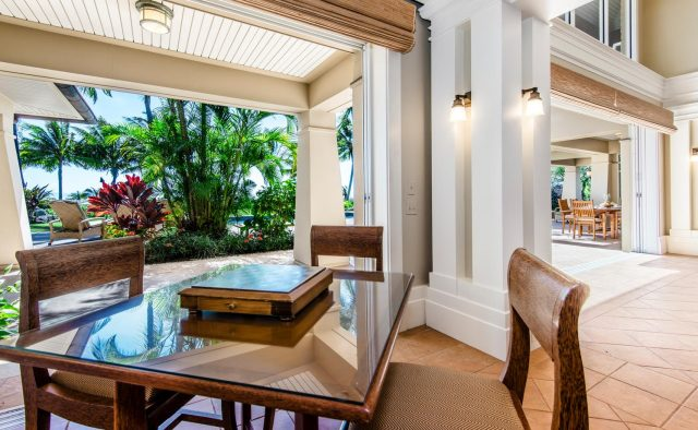 Golden Glow - Breakfast nook and living area - Maui Vacation Home