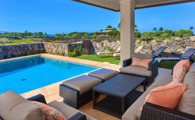 Beach Elegance - Pool and patio chairs - Hawaii Vacation Home