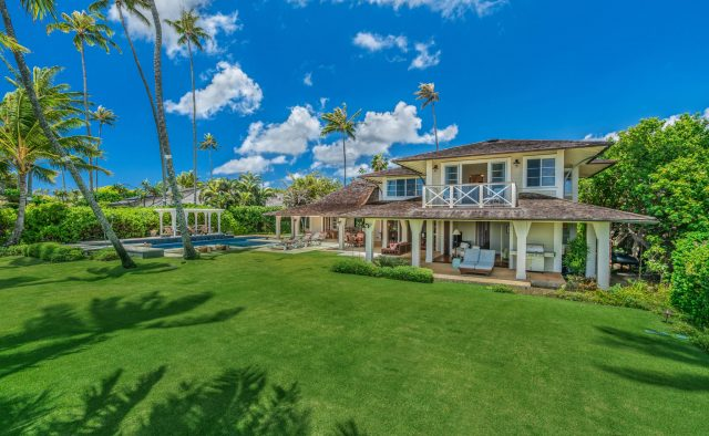 Coral Reef - Green backyard - Oahu Vacation Home