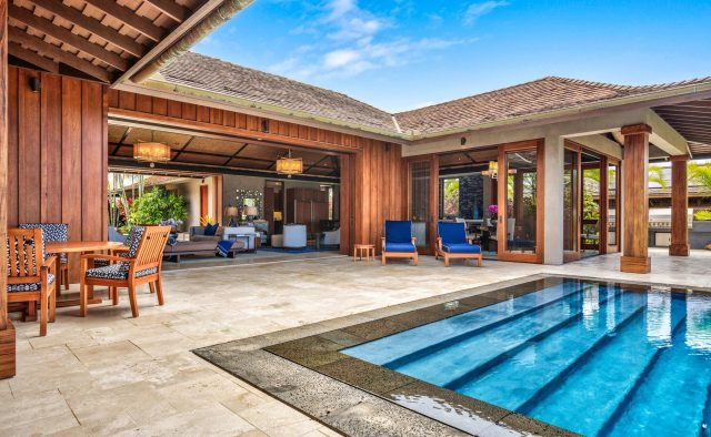 Endlessly - Pool and large patio sliding doors - Hawaii Vacation Home