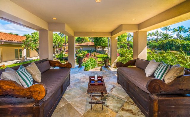 Golden Sands - Patio seating and couches - Maui Vacation Home