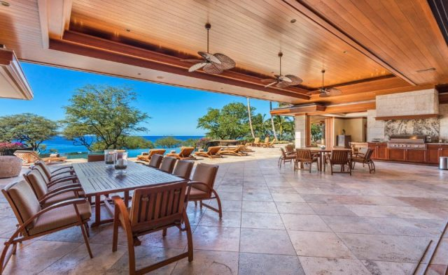 Heaven on Earth - Dining and sitting area - Hawaii Vacation Home
