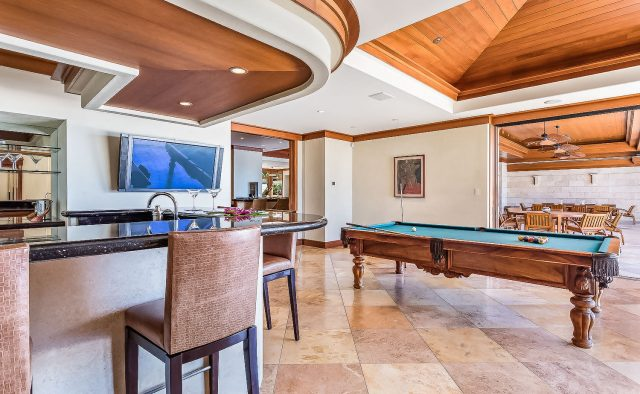 Heaven on Earth - Bar and pool table- Hawaii Vacation Home