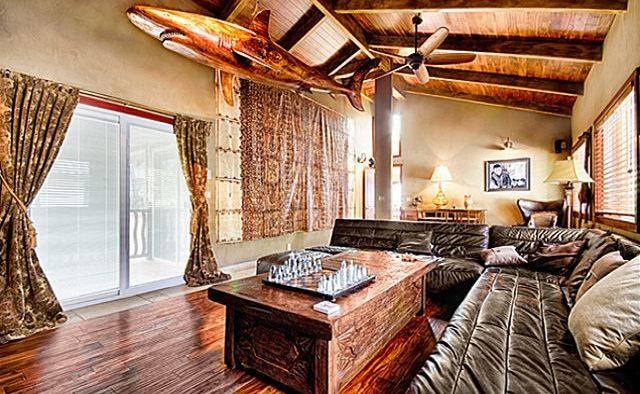 Kona Bay Estates Bliss - Lounge room with chess board - Hawaii Vacation Home