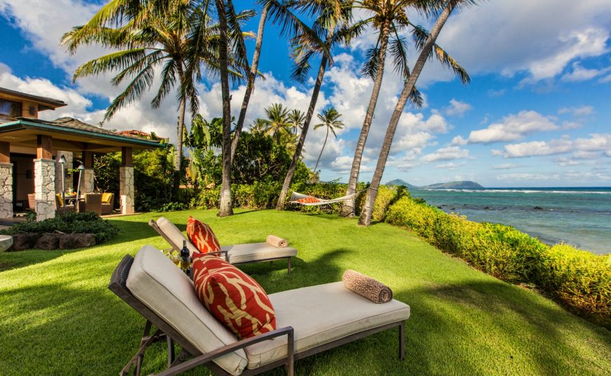 Honeyed Jade Luxury Home Rental - Backyard - Hawaii Hideaways