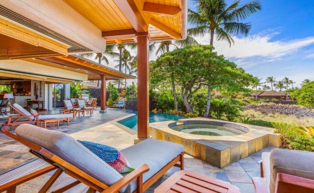 Maluhia Hale - Pool and lounge chairs - Hawaii Vacation Home