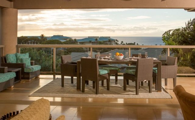 Opalite - Dining table outside - Maui Vacation Home