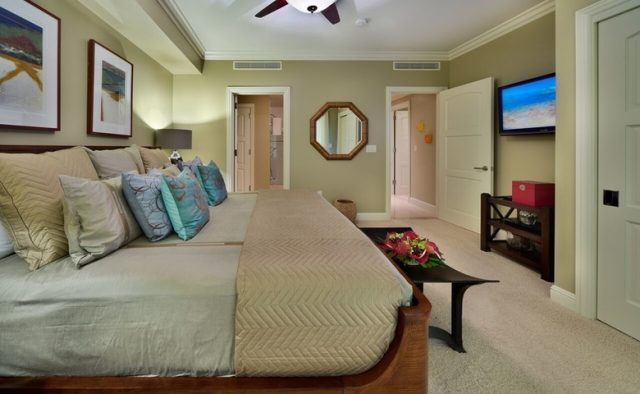 Aqualite - Large Bed Bedroom - Maui Vacation Home