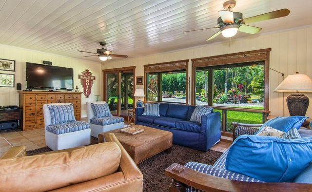 Touching Green - Living Room - Luxury Vacation Homes