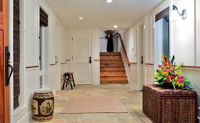 Beach Slippers - Entry to home - Hawaii Vacation Home