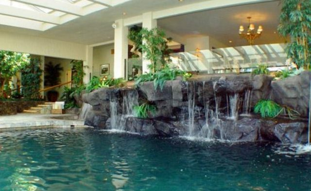 Dynamic Falls - Natural Water Fall in Pool - Hawaii Vacation Home