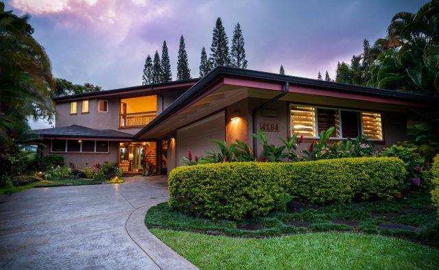 Princeville Paradise Luxury Home Rental - Driveway - Hawaii Hideaways