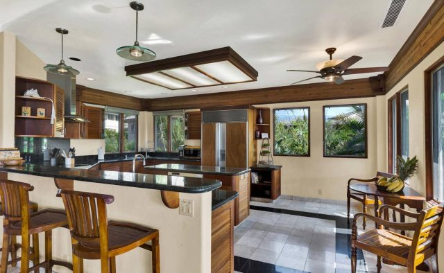 Cool Waters - Kitchen Sitting area - Hawaii Vacation Home