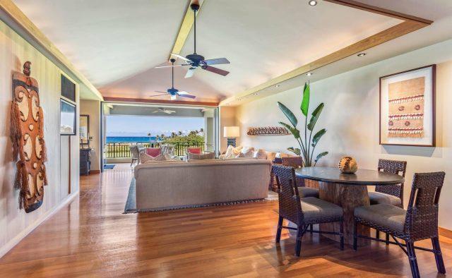 Hualalai 4202 - Living area and table - Hawaii Vacation Home
