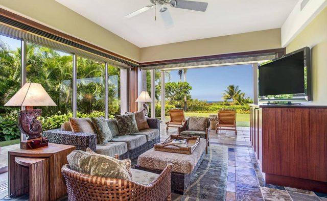 Ke Alaula 210A - Living area 2 with patio access - Hawaii Vacation Home